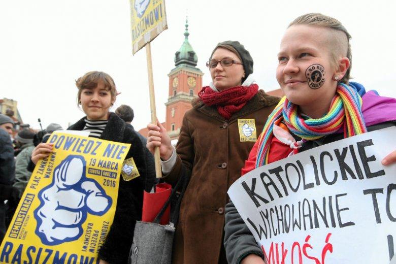 W centrum Warszawy wciąż dochodzi do przejawów ksenofobii i rasizmu.