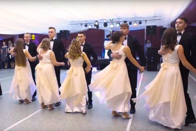 Kolejny oryginalny sposób na studniówkowy taniec.