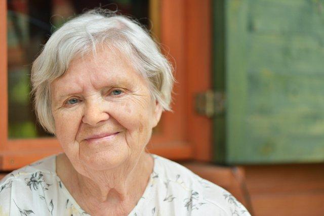 Dlaczego Starsze Panie Zawsze Noszą Krótkie Włosy Albo