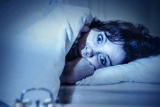 Są dorośli, a boją się ciemności. Niektórzy z nich mogą cierpieć na nyktofobię.