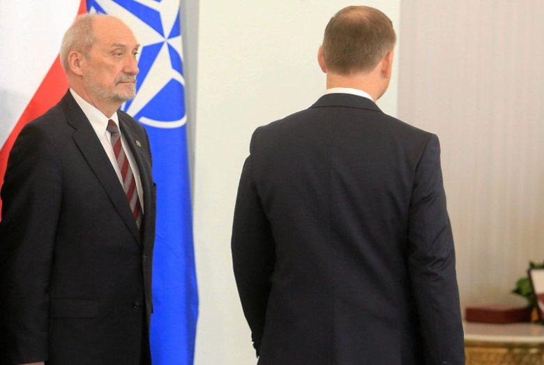 Drogi prezydenta Andrzeja Dudy i szefa MON Antoniego Macierewicza ostatecznie się rozchodzą ?
