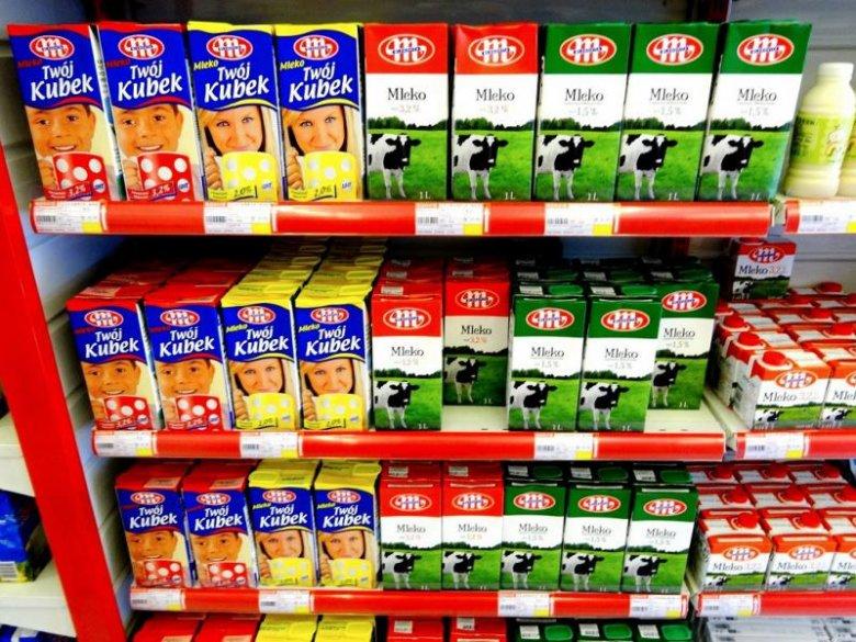 Mleko w sklepie w Szanghaju.