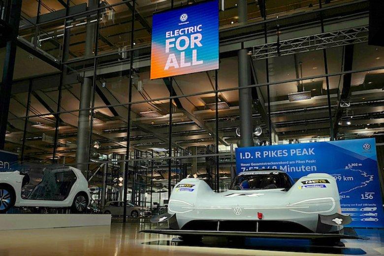 W Dreźnie wita mnie elektryczny Volkswagen, który pobił rekord przejazdu na Pikes Peak