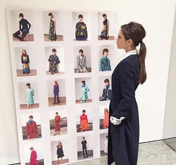 Niegdysiejsza królowa WAGs, Victoria Beckham, patrzy na looki ze swojej kolekcji na sezon AW16