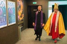 """Film """"Kler"""" podzielił Polaków. Jedni widzą w nim odważny głos o grzechach księży, inni uważają za bezpardonowy atak na Kościół katolicki w Polsce."""
