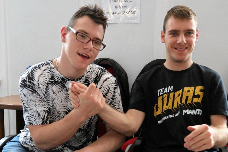 Niepełnosprawni 22-letni Adrian Glinka i 25-letni Kuba Hartwich zapowiadają, że będą protestować w Sejmie aż do skutku.
