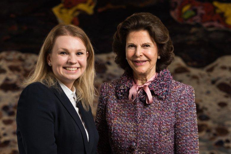 Natalia Duszeńska - laureatka I edycji Nagrody Pielęgniarskiej Królowej Sylwii z Królową Sylwią.