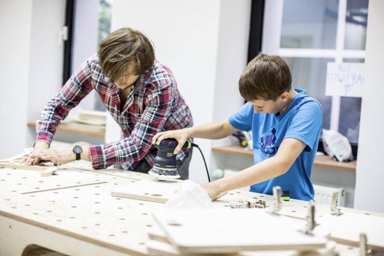 FabLab powered by Orange organizuje zajęcia dla dzieci, młodzieży i dorosłych, niezależnie od wieku, umiejętności i doświadczenia.
