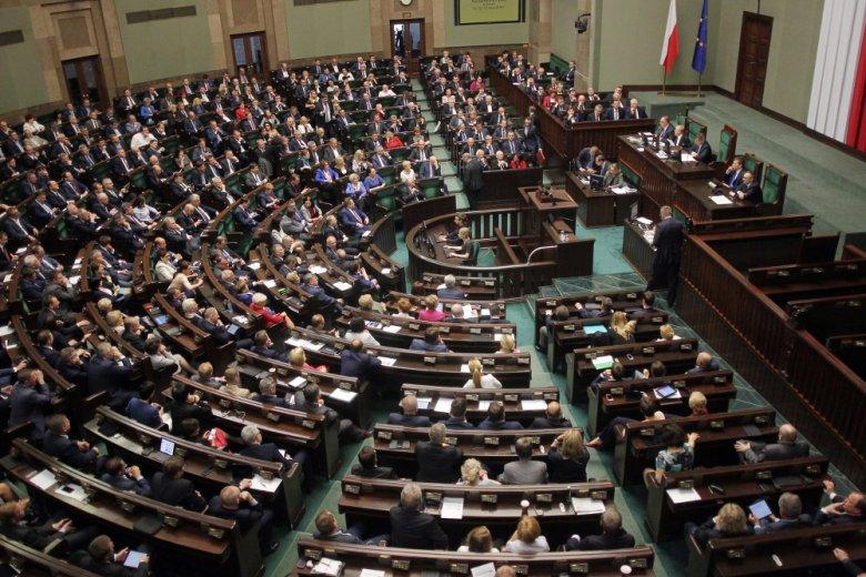 Poseł PiS, Lukasz Zbonikowski jest posądzany o wydawanie pieniędzy państwowych na prywatne cele.