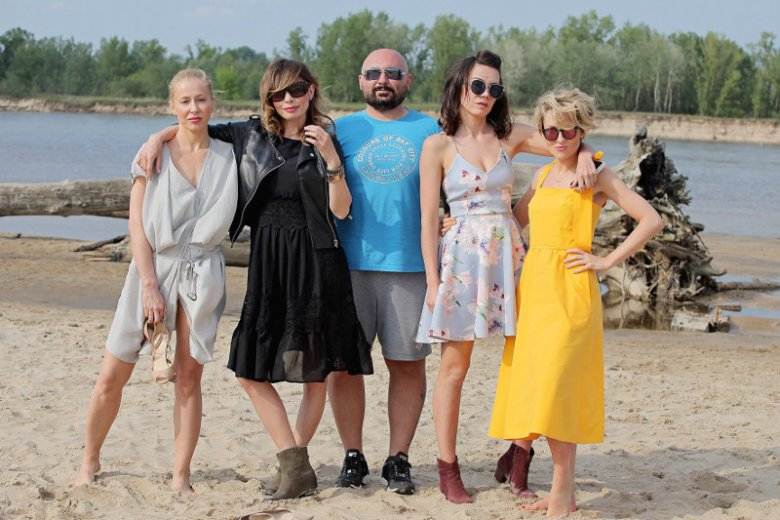 """Patryk Vega i aktorki """"Botoksu"""": Kasia Warnke, Agnieszka Dygant, Olga Bołądź i Marieta Żukowska."""