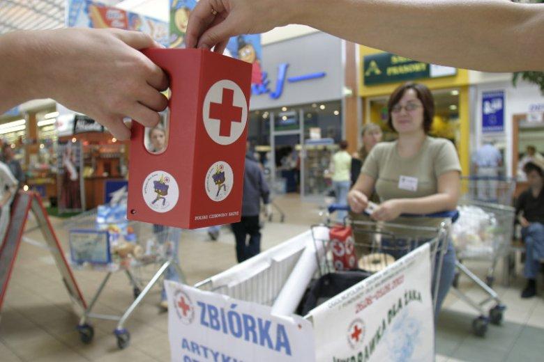 Polski Czerwony Krzyż (PCK) to największa organizacja humanitarna w Polsce. Założona w 1919 roku instytucja tylko w 2016 r. udzieliła pomocy socjalnej w formie paczek żywnościowych, odzieży i zapomóg pieniężnych ponad 174 000 potrzebującym