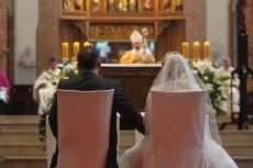 Z okazji Black Friday zorganizowano darmowe śluby.