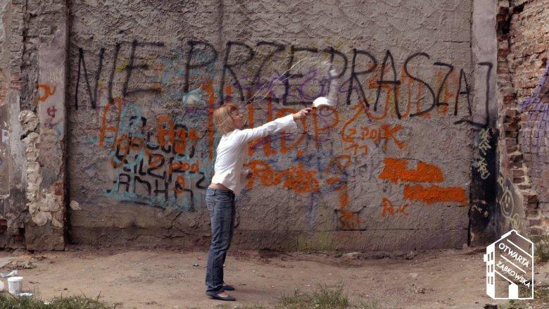 """W czasie imprez Otwarta Ząbkowska artyści zaangażują przechodniów do tworzenia sztuki - odbywać się tu będą warsztaty graffiti, """"odmalowany"""" zostanie jeden z praskich pustostanów."""
