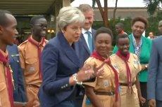 Theresa May wykonała w Kenii specyficzny taniec.