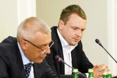 """Dlaczego Michał Tusk powiedział o """"lipie"""" podczas przesłuchania przed sejmową komisją śledczą ds. Amber Gold? Tomasz Siemoniak zrzuca to na karb braku politycznego doświadczenia syna Donalda Tuska."""