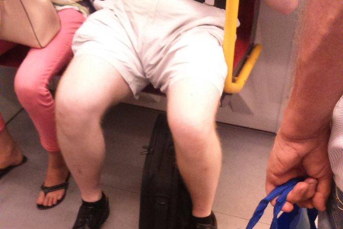 Są osoby, którzy uważają, że szorty nie przystoją dorosłemu mężczyźnie.
