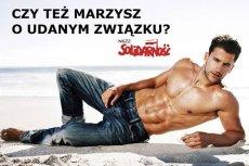 """""""Solidarność"""" reklamuje się plakatem z półnagim mężczyzną i pytaniem: Czy Ty też marzysz o udanym związku?"""