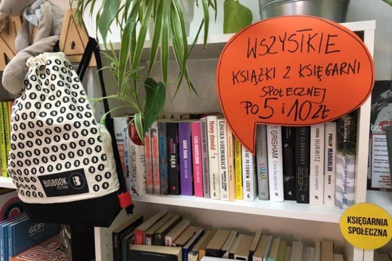"""Na miejscu możemy kupić nowości i książki """"z drugiej ręki"""""""