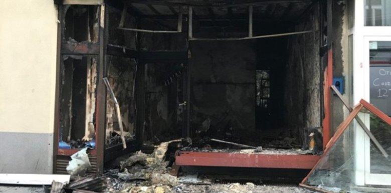 Lokal spłonął 10 września. Właściciel Sneaker Boyz zapewnia, że ktoś celowo podłożył pod nim bombę.
