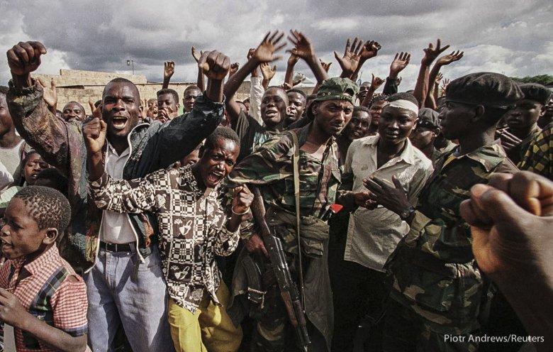 Ludność Zairu wita żołnierzy Laurenta Kabili.