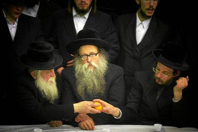 Czy Żydzi muszą obawiać się jedynie skrajnej prawicy? O wiele większym zagrożeniem dziś okazują się skrajni w poglądach muzułmanie.