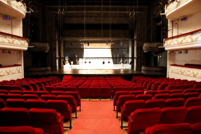 Warto chodzić do kina czy teatru w pojedynkę