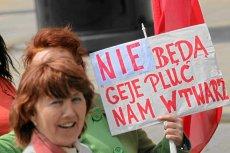 Katolicy starają się zaznaczyć swoje poparcie dla konserwatystów, którzy odrzucili ustawy o związkach partnerskich. Na zdjęciu Marsz Dla Życia i Rodziny, który odbyłsię w czerwcu 2012 roku w Warszawie.
