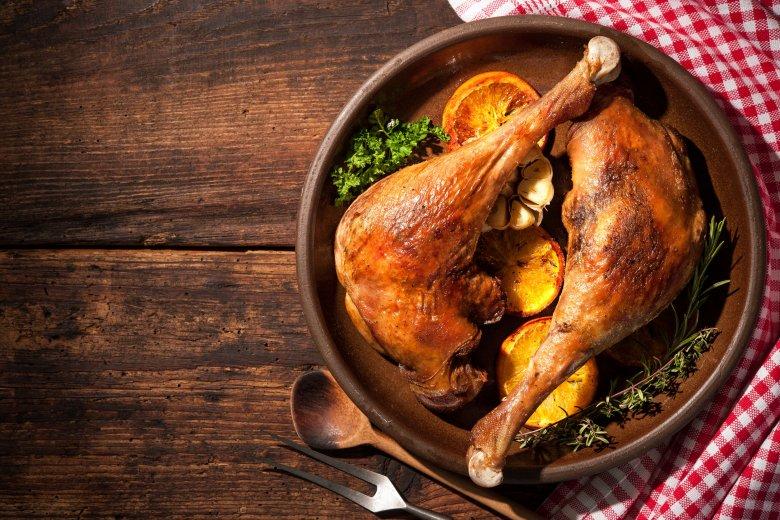 Świetnym dodatkiem do gęsi są owoce, także cytrusy.
