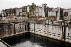 Choć nie wbito łopaty, budowa polskiej elektrowni atomowej opóźnia się i przynosi milionowe straty.