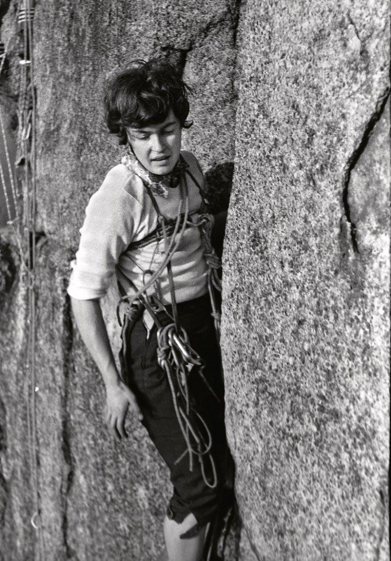 Wanda Rutkiewicz podczas jednej ze swoich pierwszych wspinaczek, wczesne lata 60.
