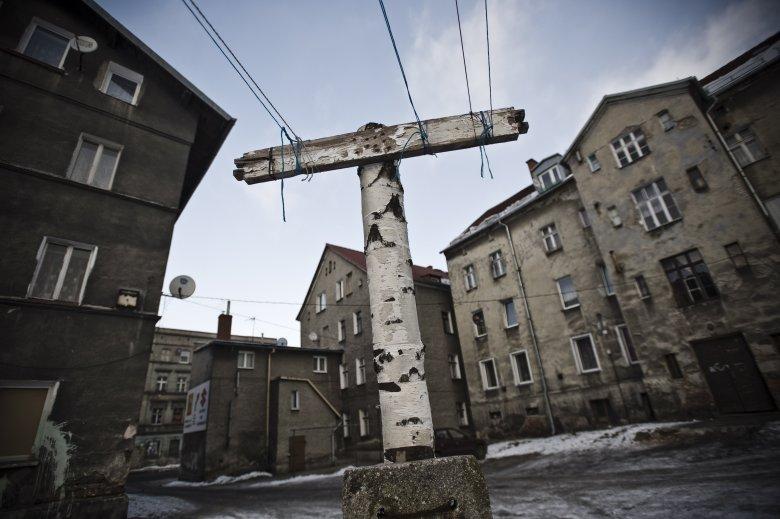 Wałbrzych Sobięcin  – najuboższa dzielnica miasta w sąsiedztwie hałd i biedaszybów.