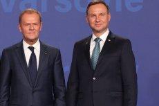 """Donald Tusk przyjął zaproszenie od Andrzeja Dudy i wywołał tym niemałe zamieszanie na prawicy. Okazuje się też, że tegoroczne prezydenckie zaproszenie było """"bardziej serdeczne""""."""