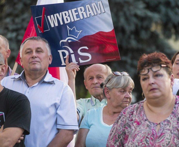 Realizacja obietnic PiS z kampanii wyborczej może zrujnować polski budżet.