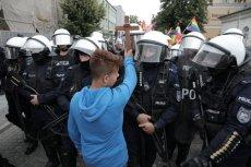 Ksiądz Grzegorz Kramer ocenił na Facebooku akcję 15-letniego Jakuba Baryły, który z krzyżem w ręku próbował zatrzymać Marsz Równości w Płocku.