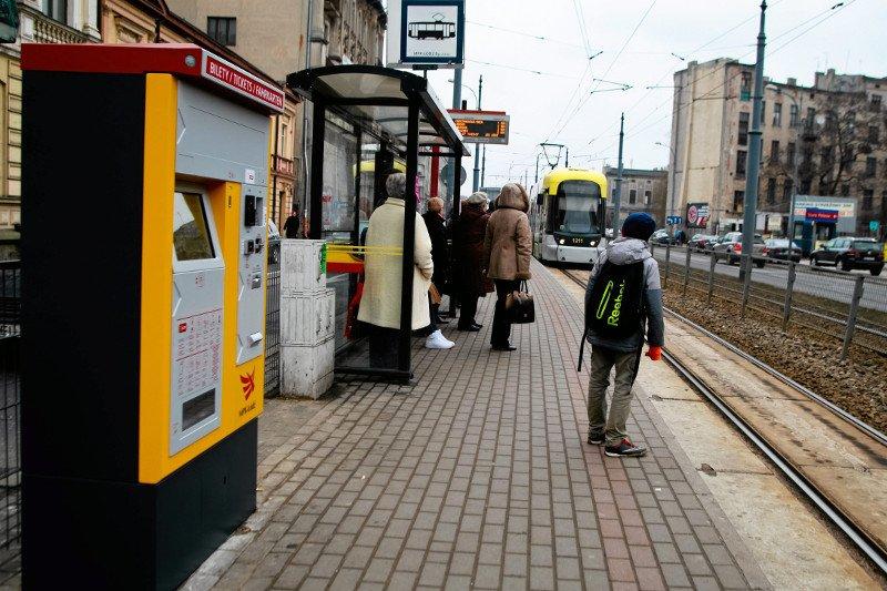 fb55c7e3cd0b3 Język ukraiński w biletomatach wzbudza ksenofobiczne nastroje • Fot.  Małgorzata Kujawka   Agencja Gazeta Aneta Olender 20 grudnia 2018 P o  polsku