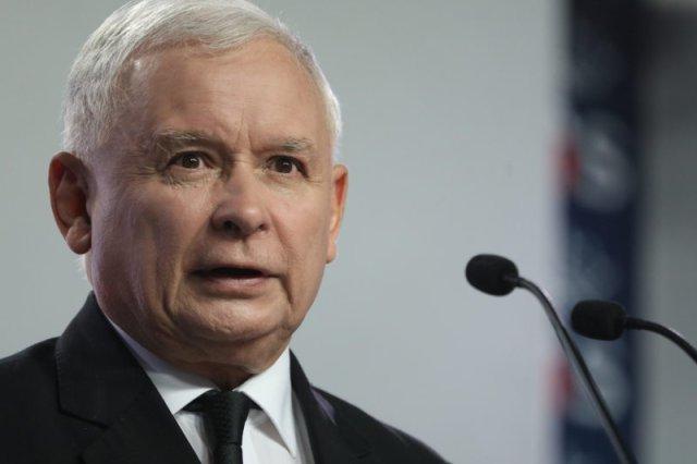 """Jarosław Kaczyński wielokrotnie złamałregulamin Sejmu podczas nocnego """"wystąpienia""""."""