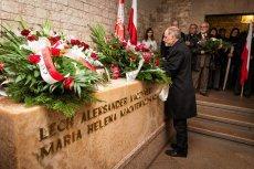 Zgodnie z ustaleniami Prokuratury Wojskowej po katastrofie smoleńskiej, nie ma żadnych wątpliwości co do tego, kto spoczywa w grobowcu na Wawelu.