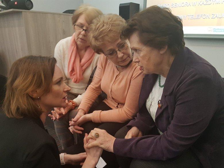 Jedna z wielu rozmów podczas spotkań w ramach konsultacji programu #PolskaSeniora
