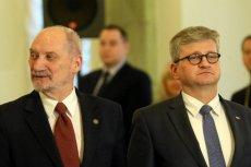 Paweł Soloch (z prawej) przekonywał dziś w RMF FM, że Polska nie wychodzi z Europkorpusu, a jedynie ogranicza zaangażowanie - z ponad 100 oficerów obecnie, do kilku w 2021 roku.