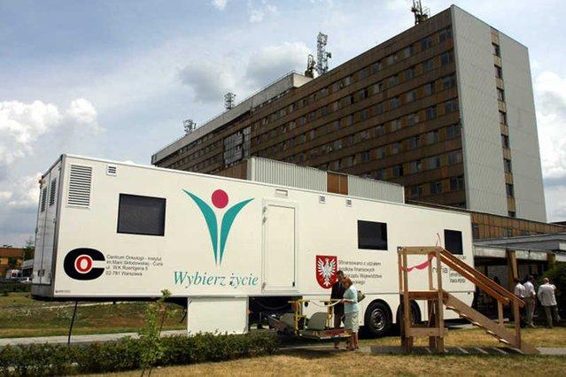 Warszawskie Centrum Onkologii. Tutejsza Klinika nowotworów jelita grubego jest jedną z najlepszych w Polsce.
