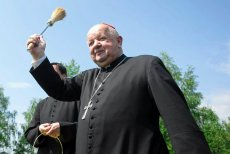 """Kardynał Dziwisz broni przed """"fałszowaniem niezmiennej nauki Kościoła"""". Przypomniał homoseksualistom o miłosierdziu, ale też o ich grzechu."""