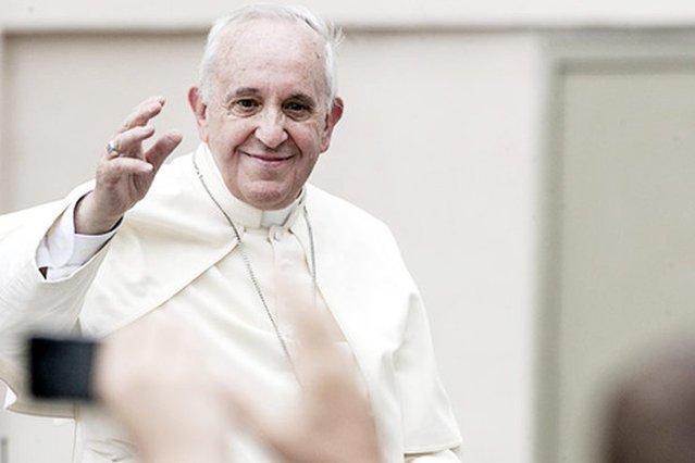 Papież Franciszek zachęcał w niedzielę matki do nieprzejmowania się okolicznościami towarzyszącymi karmieniu piersią.