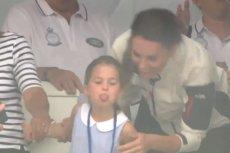 Charlotte, córka Kate i Williama pokazała język publiczności.