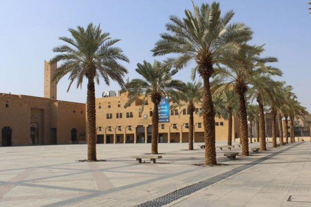 Plac Deera, na którym dokonują się publiczne egzekucje. Widoczny budynek to siedziba policji religijnej.