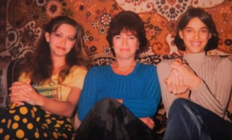 Irina (z prawej) z siostrą i matką w 1998 roku
