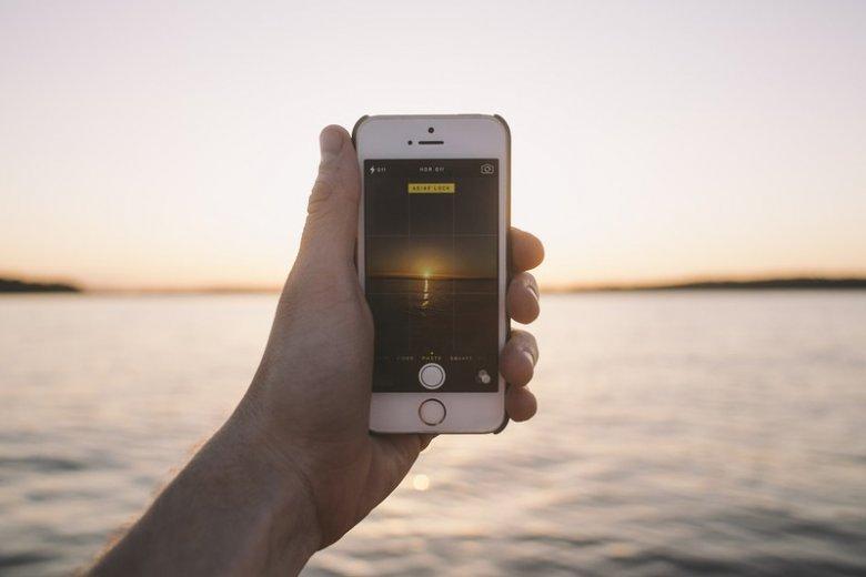 Korzystanie z telefonu za granicą długo wiązało się z obawami o koszty. Od 15 czerwca w UE zaczyna obowiązywać rozporządzenie znoszące dodatkowe opłaty za roaming.