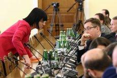 """Komisja Polityki Społecznej i Rodziny nie zajęła się 11 kwietnia projektem """"Zatrzymać aborcję"""". Na zdjęciu: Kaja Godek podczas posiedzenia Komisji Sprawiedliwości."""