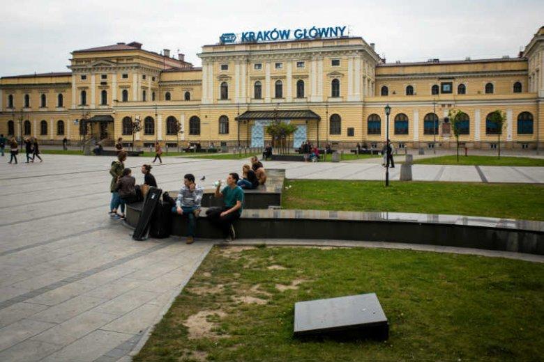 Radny PiS z Krakowa chce zdekomunizowaćulicęDworcową.