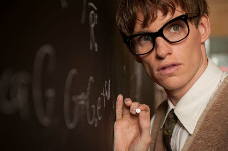 Eddie Redmayne w roli studenta uniwersytetu w Cambridge - Stephena Hawkinga.