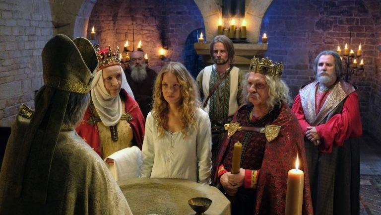 Rytuał chrztu w serialu wygląda za współcześnie